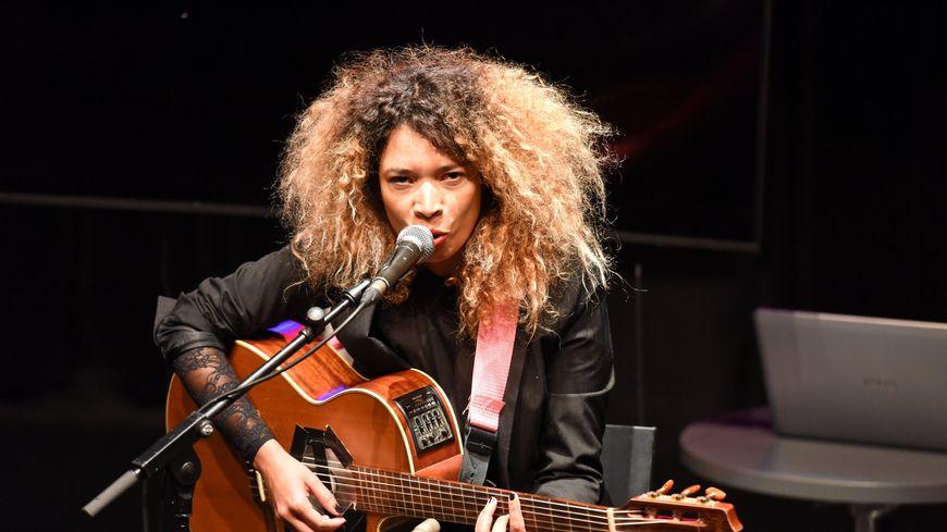 C'est la chanteuse brésilienne Flavia Coelho qui a été choisie comme marraine du FIMU 2020.