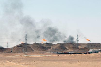 Torchères de puits de pétrole en Algérie