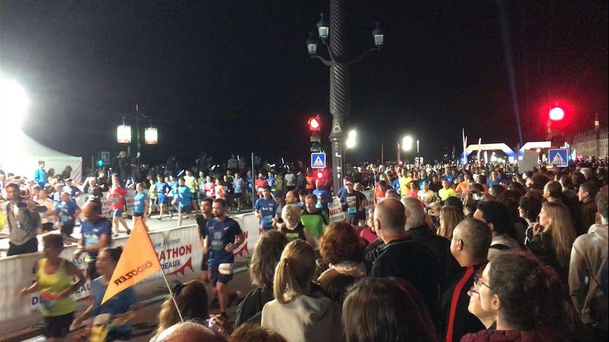 Le départ du Marathon de Bordeaux Métropole a été donné sur les quais.