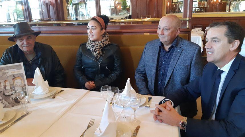 La famille d'Arlette Gruss a participé à l'installation de cette plaque avec le directeur de l'Excelsior Eric Gérard