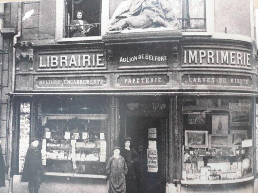 L'imprimerie Schmitt, ancienne librairie principale de Belfort, située faubourg de France. Extrait du livre.