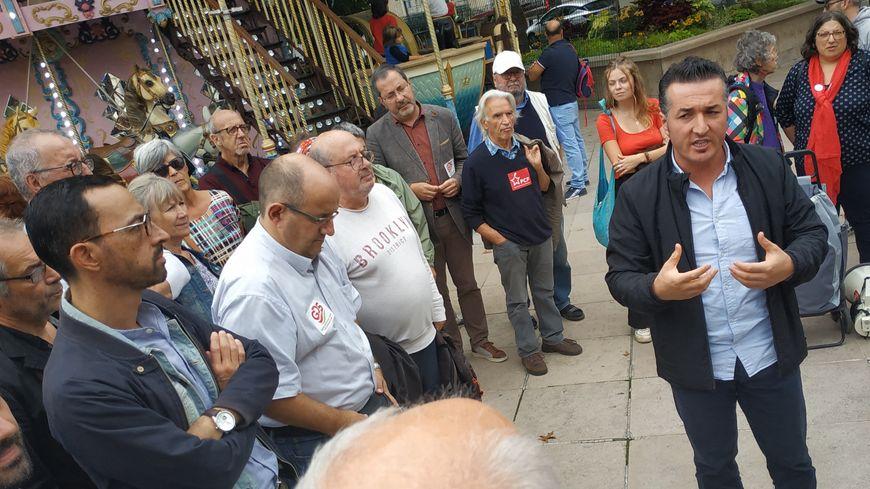 Tuncay Cilgi, militant associatif et syndical, a pris la parole lors du rassemblement de soutien au peuple kurde, place Clemenceau à Pau.