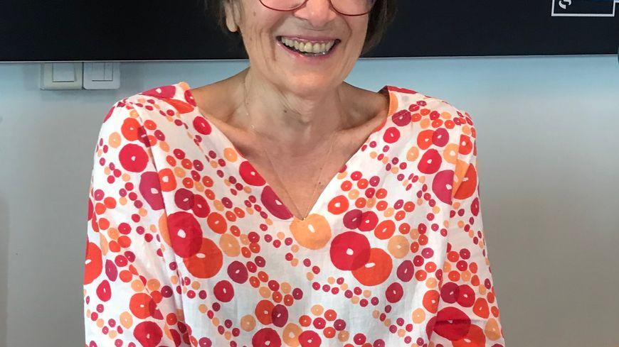 Perrine Pierron, professeure de yoga du rire et sophrologue