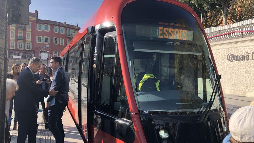 La rame d'essai du tramway de Nice est arrivée au port, station port Lympia