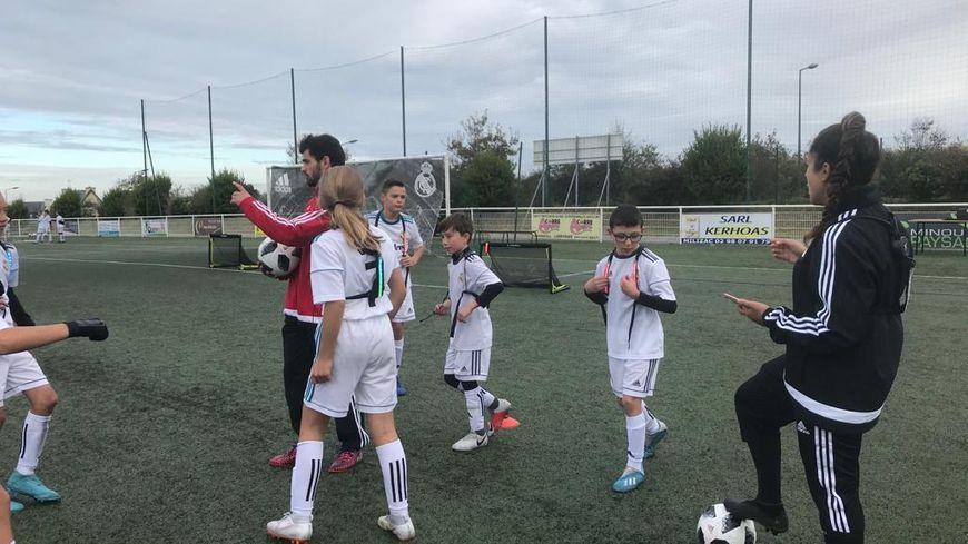 La fondation du Real Madrid entraîne des jeunes bretons dans le cadre d'un stage à Milizac cette semaine