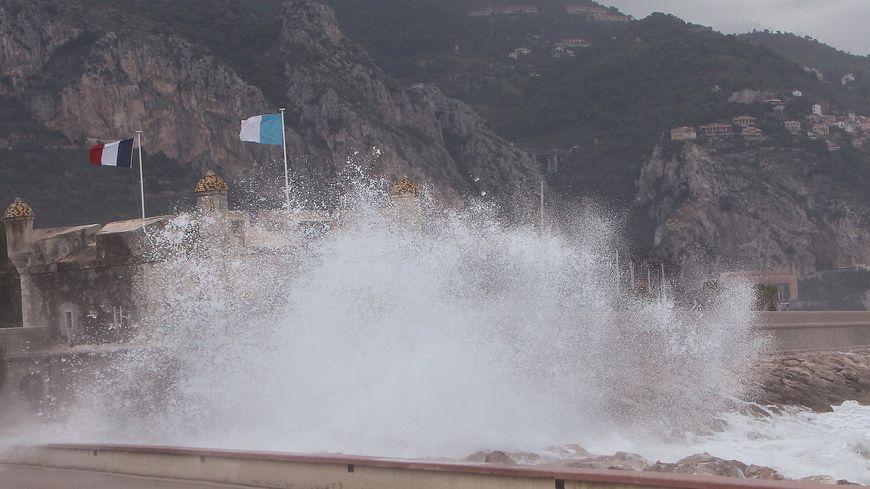 Un gros coup de mer sur Menton - photo d'illustration