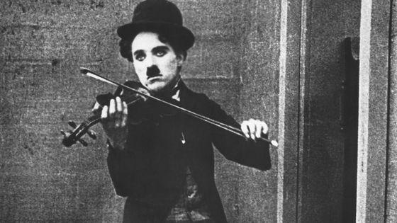 Charlie Chaplin dans Le Vagabond (1915)