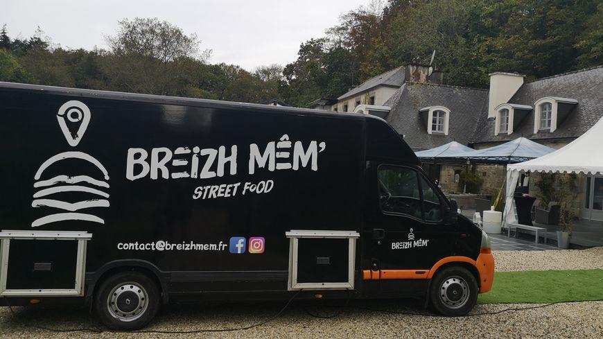 La spécialité de Fabien Theis à bord de son food truck: les burgers!