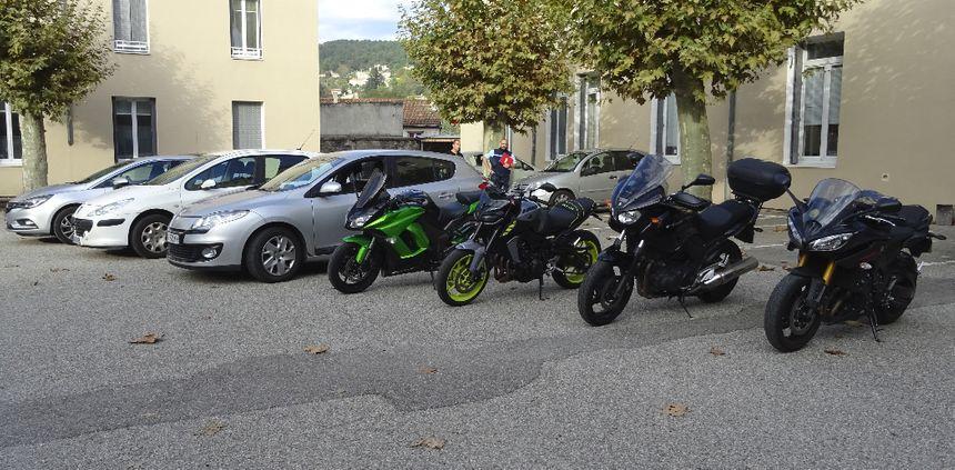 Trois voitures et quatre motos banalisées mises en service ce  jeudi matin