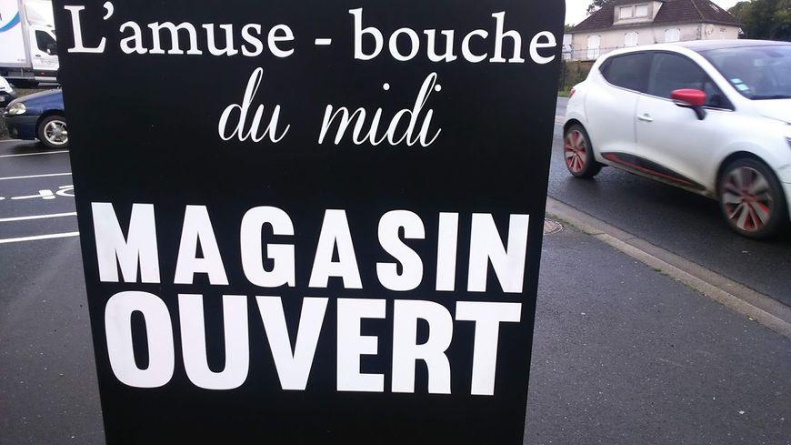 La pancarte en bord de rue