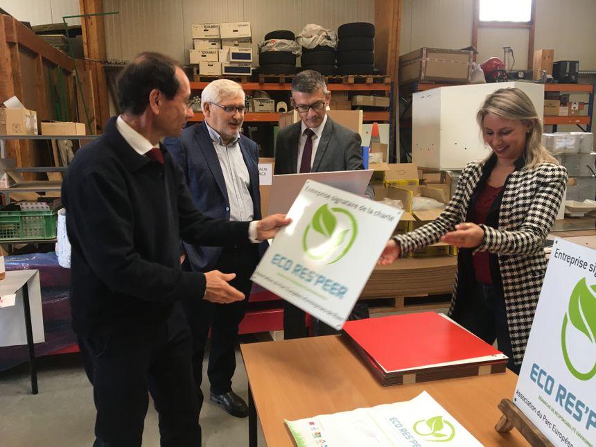 L'entreprise Opto Machines reçoit son label Eco Res'peer.