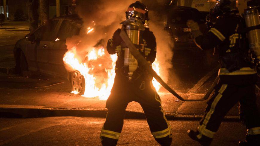 13 voitures et une vingtaine de poubelles avaient été incendiés dans l'agglomération rennaise lors de la soirée d'Halloween en 2018