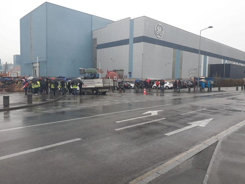 La manifestation se disperse devant l'usine GE de Belfort.