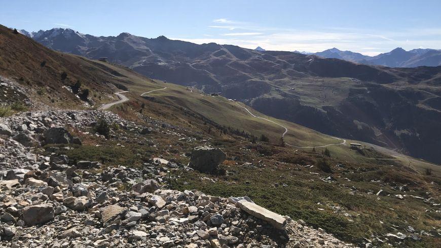 Le nouveau col de la Loze, arrivée de cette 17e étape partie de Grenoble, a été tout juste goudronnée cette année.