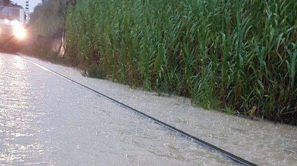 Les voies envahies par les eaux entre Narbonne et Béziers