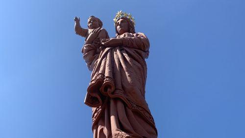 J'ai enfin pénétré dans une statue géante