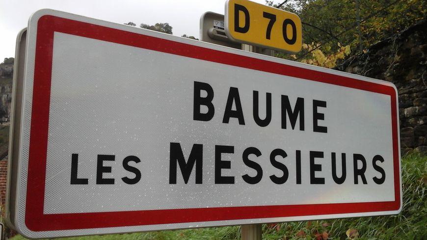 Baume-les-Moines est devenu Baume-les-Messieurs, et l'habit y a fait le patrimoine !