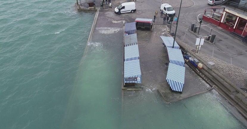 Le marché aux huîtres de Cancale sous l'eau le 30 septembre 2019.