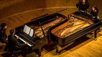 A quatre mains et à deux pianos