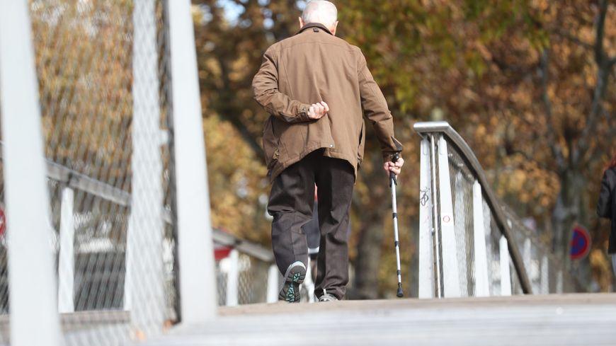 Les aidants s'épuisent parfois alors qu'ils accompagnent un proche en fin de vie.