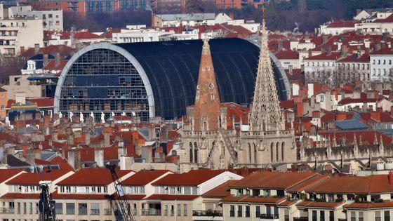 L'Opéra et les flèches de L'église Saint-Nizier à Lyon
