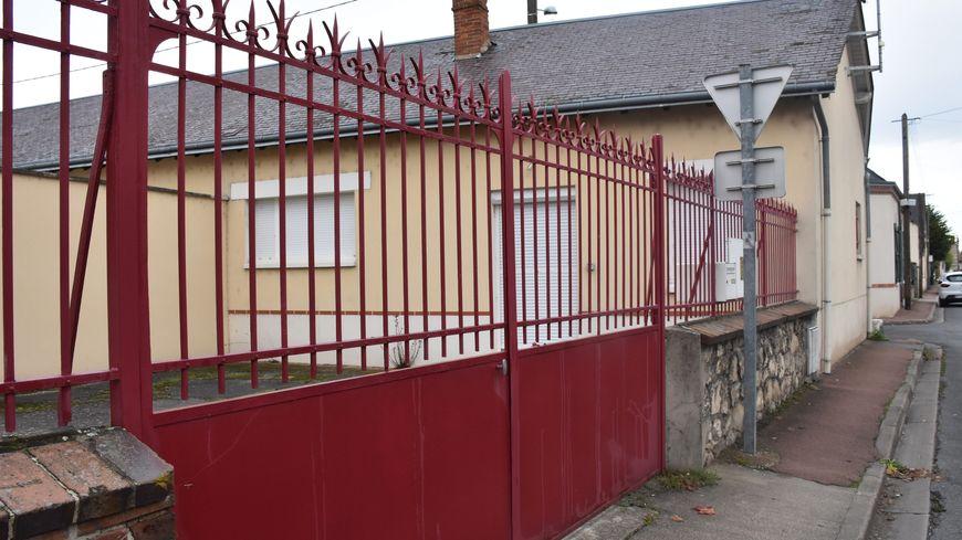 Une enquête a été ouverte dans le Loiret après les meurtres d'une infirmière libérale et de son patient, un octogénaire, retrouvé les mains coupées