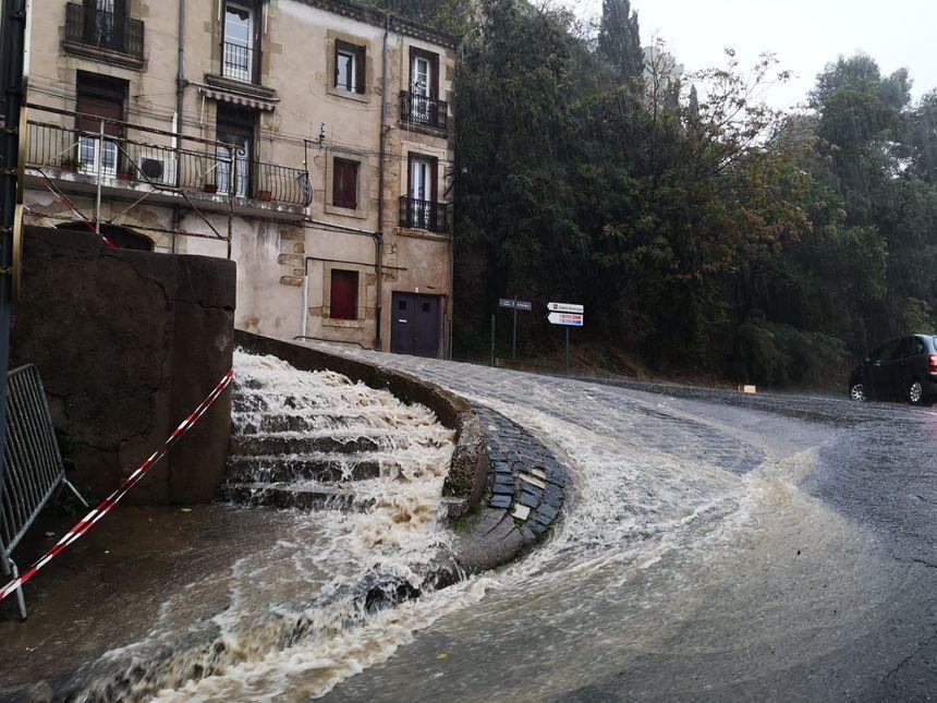 Des routes sont complètement inondées.