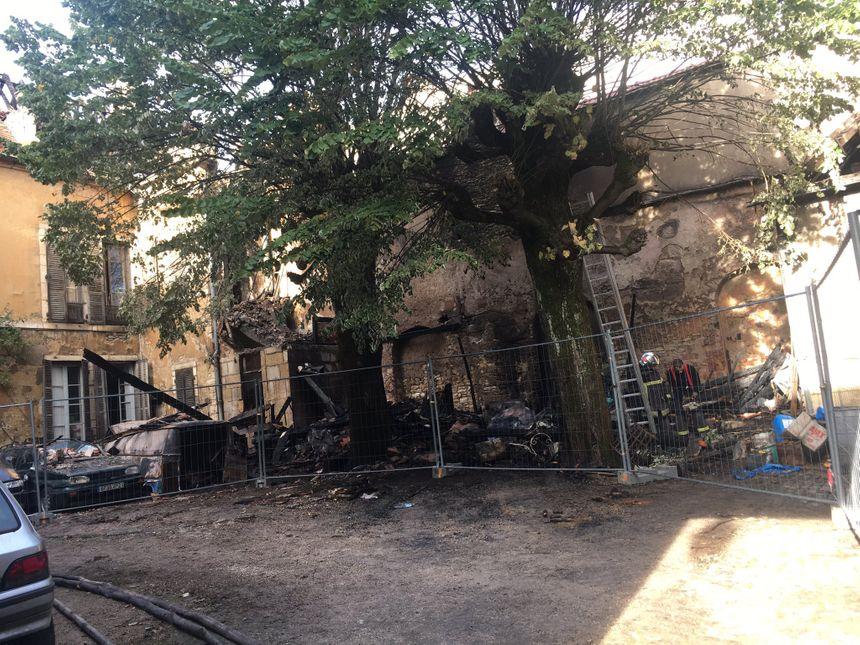 Dijon : le bâtiment classé endommagé par un incendie reste sous surveillance