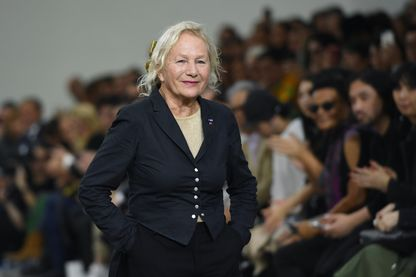 La créatrice de mode Agnès b. après le défilé de mode de sa collection Prêt-à-porter féminin, printemps-été 2020 à Paris, le 30 septembre 2019.