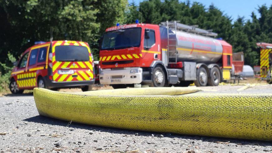Un camion de lutte contre l'incendie des sapeurs-pompiers de Vendée, lors d'une intervention sur un feu de ferme à Aubigny-Les Clouzeaux pendant l'été 2019.