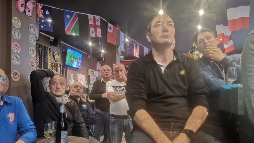 Le ciel est tombé sur la tête des supporters des Bleus en fin de match.