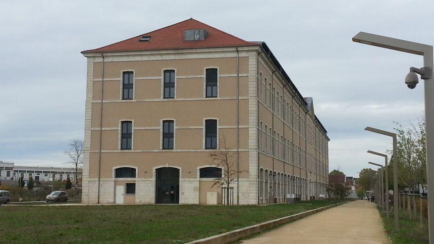 La salle d'armes de Bourges, sur le site Lahitolle, reconvertie en site d'enseignement.