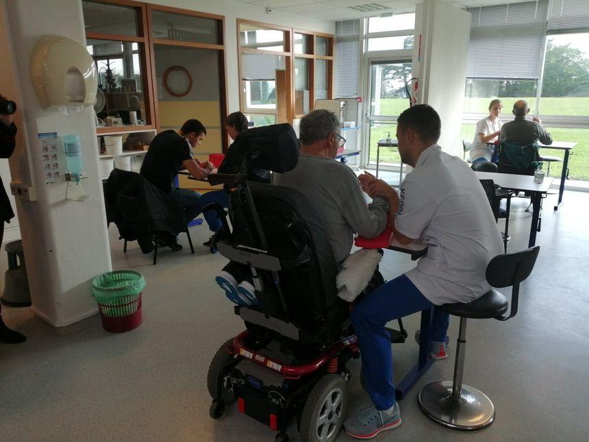 Les patients de Kerpape réapprennent les gestes du quotidien grâce aux ergothérapeutes