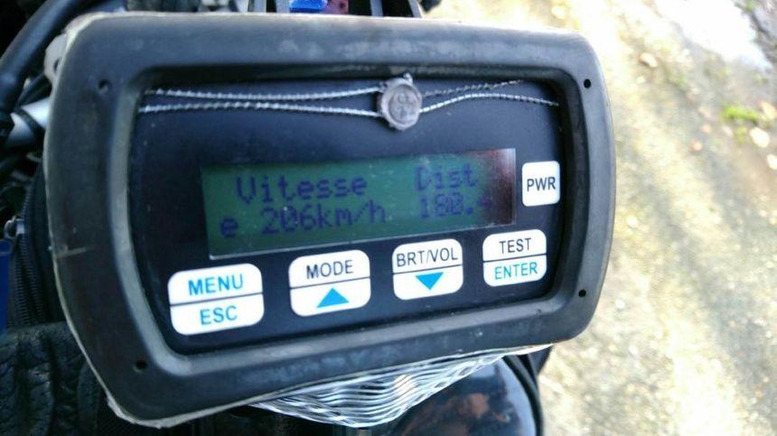 Le radar est formel : le conducteur était à 206 km/h sur une route limitée à 80 !