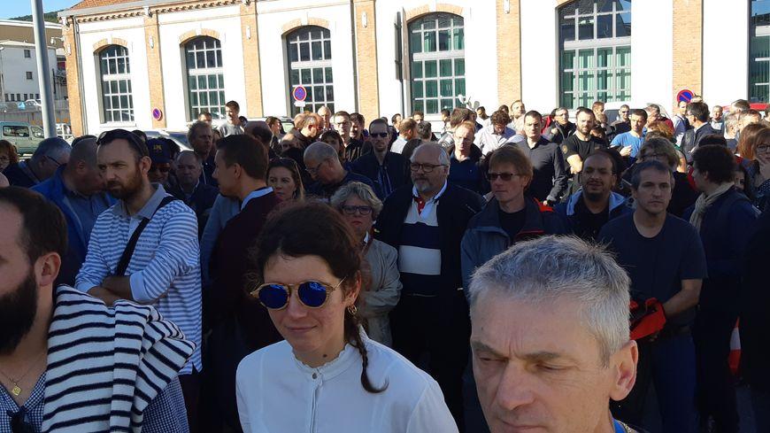 Prés de 300 salariés se sont réunis en assemblée générale ce vendredi après-midi devant le site GE de Belfort