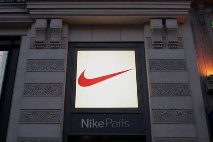 L'immeuble de la boutique Nike sur les Champs-Elysées à Paris