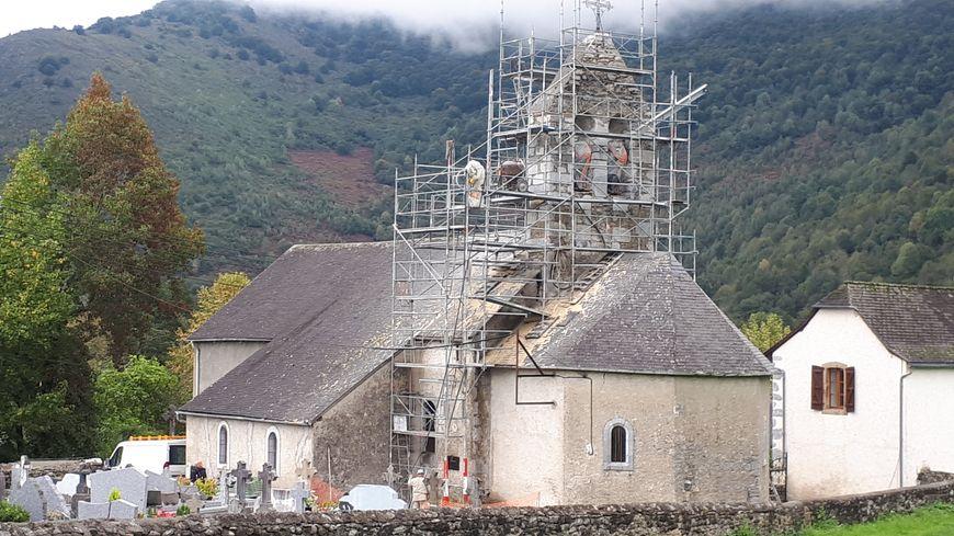 La réfection du clocher de l'église de Capbis a commencé
