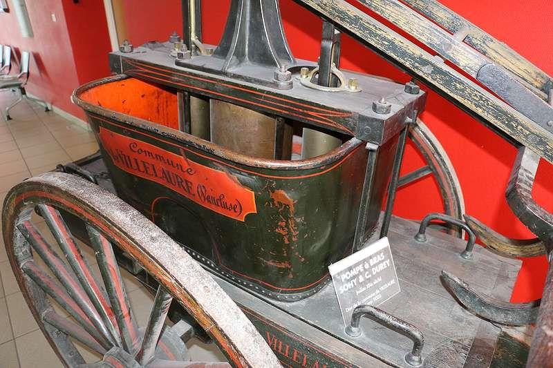 Et même d'anciens véhicules de pompiers... en service à Villelaure à l'époque !