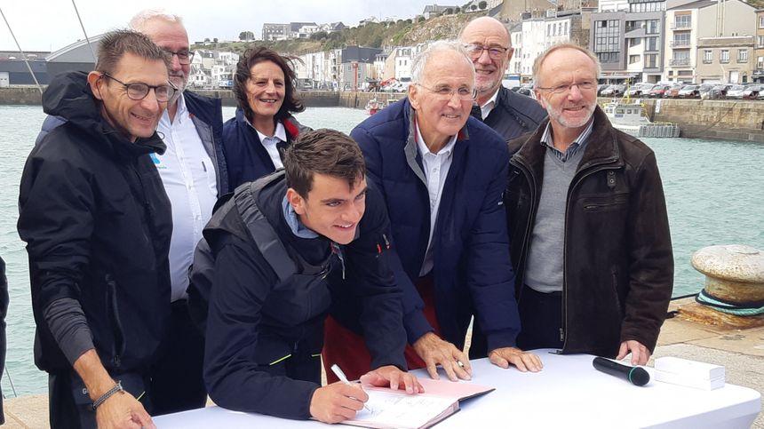 La Manche sponsorise le bateau du skipper granvillais Martin Louchart et de son coéquipier Frédéric Duchemin