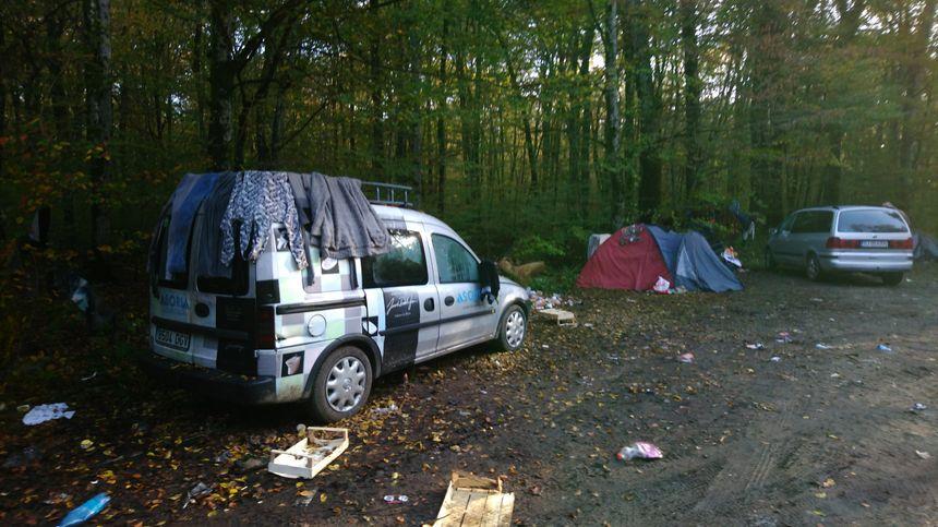 Campement sauvage en pleine forêt de Fougerolles