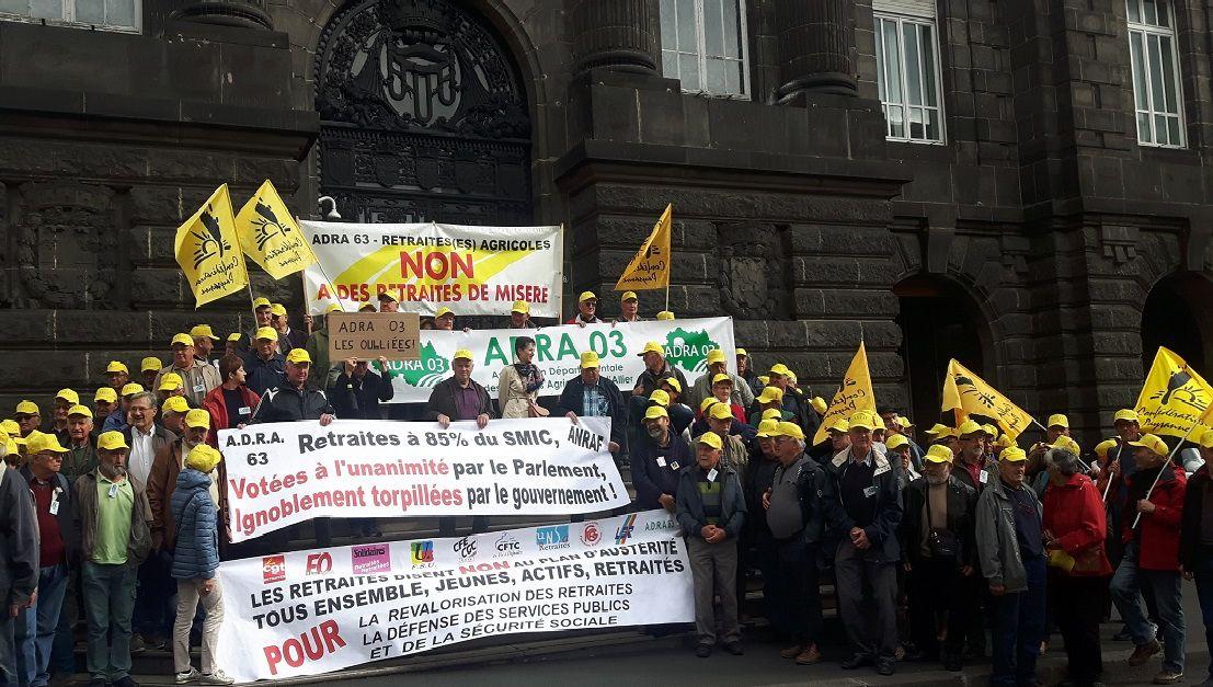 Clermont-Ferrand : les agriculteurs retraités manifestent pour leur pension