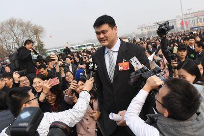 Yao Ming, l'ancienne star chinoise des Rockets de Houston, aujourd'hui président de la fédération de basket chinoise, est aussi parlementaire en Chine, ici à l'ouverture de la session 2019 en mars dernier à Pékin.