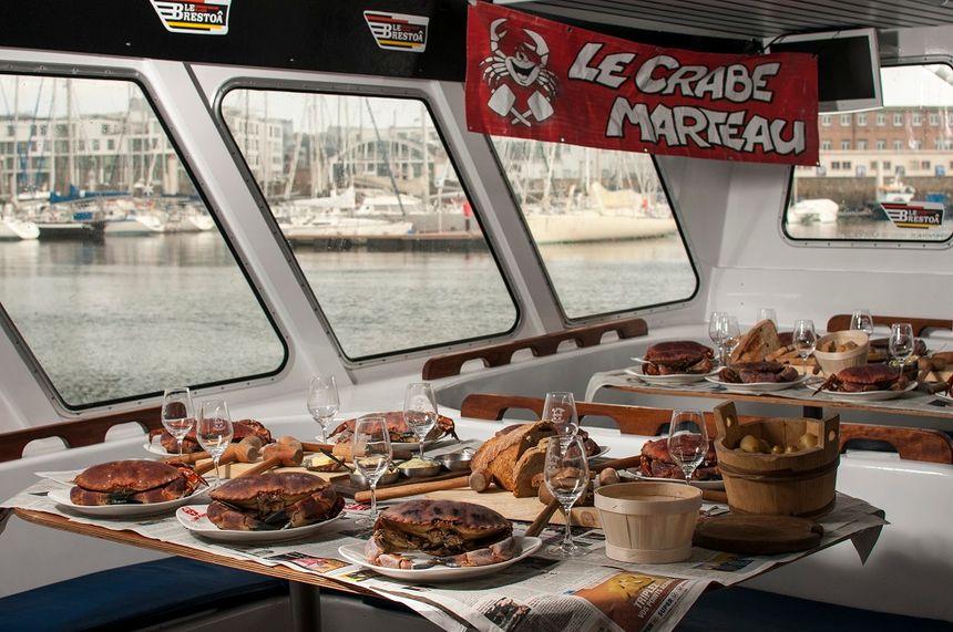 """Restauration """"Le Crabe Marteau"""" à bord du Brestoâ"""