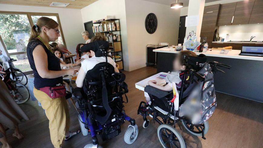 Dépendance, handicap, maladie : ce que contient le plan du gouvernement pour les proches aidants