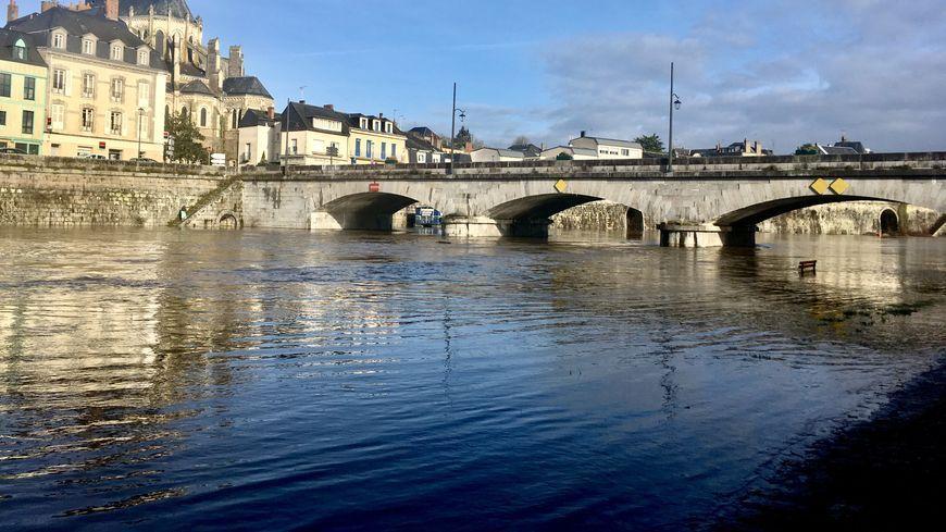 Image d'illustration, la rivière Mayenne à Mayenne.
