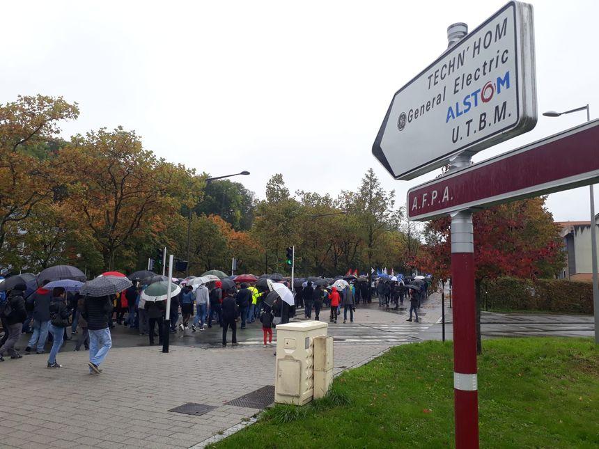 Direction le Techn'hom pour la manifestation contre le plan social chez GE à Belfort.
