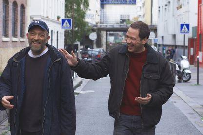 """Vincent Cassel, acteur, réalisateur et producteur et l'acteur Reda Kateb, dans le film """"Hors normes"""" d'Olivier Nakache, et Éric Toledano."""