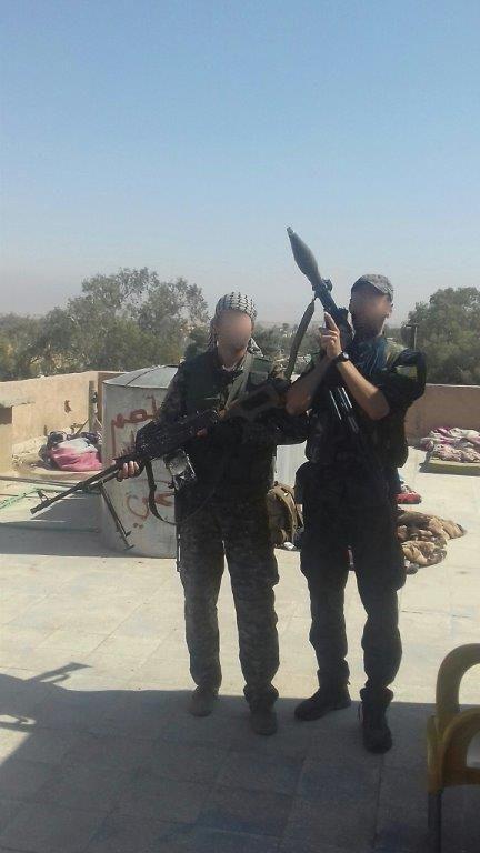 André Hébert (à droite, avec le lance-roquette), à Raqqa, octobre 2017