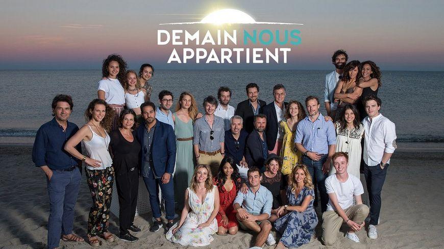 Une partie des comédiens de Demain nous appartient, série tournée à Sète