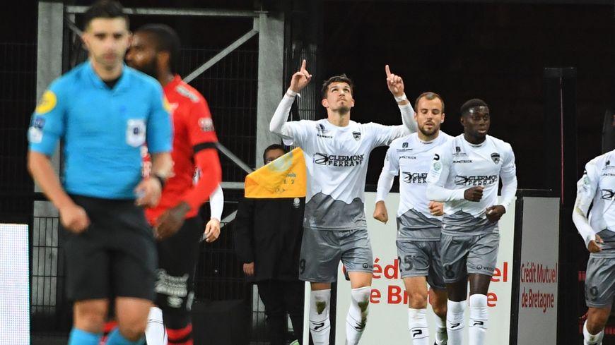 La joie des joueurs de Clermont suite au 2e but inscrit par Adrian Grbic